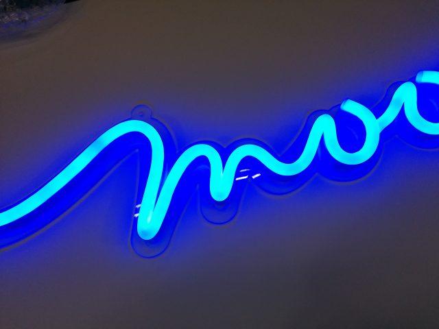LEDネオンが発光している部分の様子